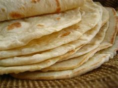 Make your own tortillas with this easy flour tortilla recipe! While corn tortillas dominate through most of Mexico, when you get close to the US-Mexico borde. Home Made Tortillas Recipe, Homemade Flour Tortillas, Tortilla Recipe, Spicy Recipes, Mexican Food Recipes, Baking Recipes, Gourmet Recipes, Pain Pizza, Bread Dough Recipe