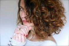 Je n'ai quasi plus de problème à les coiffer... Séchés naturellement, les boucles sont joliment gainées, soyeuses et brillantes.