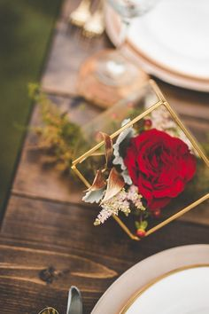 Romantic gold and red decor | Xandra Photography