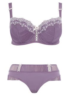 I love for my bra/undies to match- and what better way than with a pretty, frilly and oh-so-girly set like this?