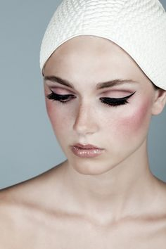Winged liner - Pink eye make-up Makeup Inspo, Makeup Inspiration, Beauty Makeup, 60s Makeup, Beauty Tips, Best Wedding Makeup, Bridal Makeup, Black Eyeliner, Thin Eyeliner