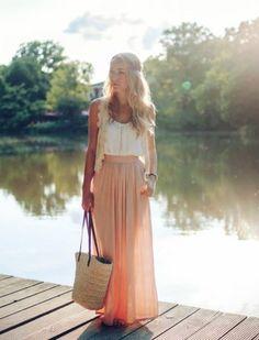 Maxirock kombinieren: So trägt man die bodenlangen Röcke richtig!                                                                                                                                                                                 Mehr