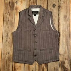 The Pike Brothers 1908 Buccaneer Vest is based on a combination of a hunting- and dress-vest, typically worn in the beginning of the past century. Workwear Fashion, Mens Fashion, Sleeveless Coat, Denim Outfit, Western Outfits, Men Looks, Vintage Looks, Work Wear, Westerns