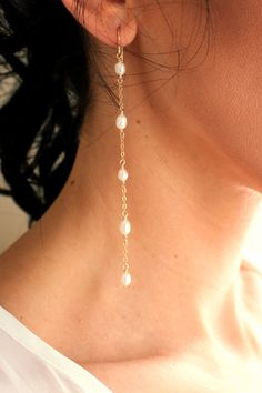 Pearl Tendril Duster Earrings - Christine Elizabeth Jewelry These earrings are designed to be effortlessly chic. The elegant freshwater pearl tendrils will gracefully fall, lightly dusting your shoulders. This airy and lightweight design is a great twist Pearl Jewelry, Wire Jewelry, Bridal Jewelry, Gemstone Jewelry, Beaded Jewelry, Jewelery, Gold Jewelry, Amber Jewelry, Jewelry Drawer