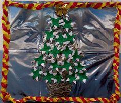 Árvore de rolinhos de Papel Higiênico e dobraduras de estrela