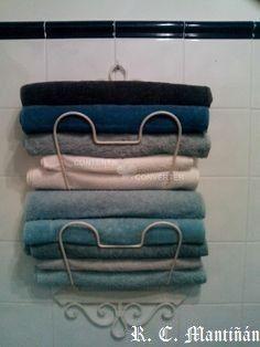 Revistero despues de convertirse en toallero