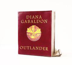 Outlander Leather Book Bag Vinous Leather Book Purse by krukrustudio on Etsy Outlander Gifts, Outlander Costumes, Leather Book Bag, Leather Books, Big And Beautiful, Beautiful Bags, Diana Gabaldon Outlander, Book Purse, Nerd Fashion