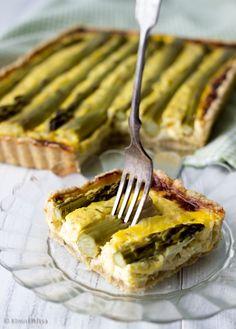 Juustoinen parsapiirakka Food And Drink, Baking, Tableware, Kitchen, Parsa, Cook, Dinnerware, Cooking, Bakken