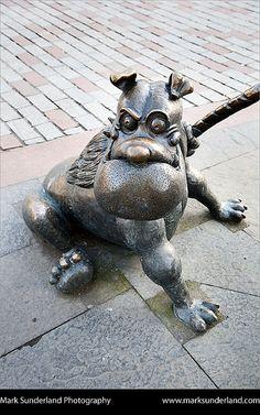 Deperate Dans Dog Dawg Statue Dundee Scotland, via Flickr.