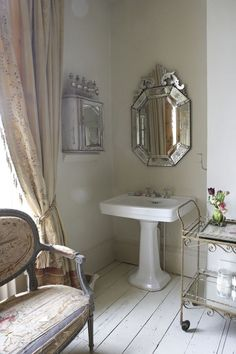 bathroom vanity style. French shabby chic in a British Victorian | desiretoinspire.net | Bloglovin'