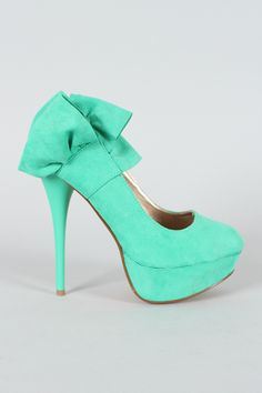 see there are sooo many cute heels like these out there and I always feel too tall to wear them... oh well, still love them!