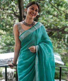 That Elegance To Fall For :- Wanderlust Fashion - Saree Styles Cotton Saree Designs, Sari Blouse Designs, Blouse Patterns, Trendy Sarees, Stylish Sarees, Simple Sarees, Sari Dress, Saree Blouse, Sexy Blouse