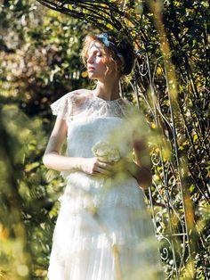 明るい日差しに透けるようなレースドレスでガーリーに 繊細なレースをレイヤードしたドレスは、まるでアンティーク人形が着ているような愛らしさ。...