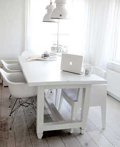 White dining room, wonderful industrial lamp over the table - http://9design.pl/product-pol-4157-HK-Living-Przemyslowa-lampa-Factory-rozmiar-L.html