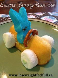 EASTER BUNNY RACE CAR heart emoticon Ingredients Twinkies or cloud cakes mini pretzels large marshmallows bunny peeps vanilla icing sprinkles Easter Snacks, Easter Treats, Easter Recipes, Easter Food, Easter Desserts, Easter Decor, Easter Games, Easter Art, Easter Table