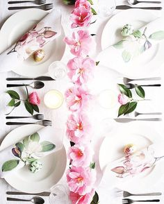 Magnolia Printables for DIY Napkins from Poppytalk. Spring Projects, Weekend Projects, Do It Yourself Inspiration, Diy Bouquet, Bouquet Wrap, Diy Ostern, Beautiful Table Settings, Diy Décoration, Deco Table