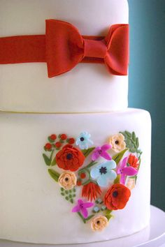 Floral heart cake detail (via Petal & Posie Cakes). Sweet Cakes, Cute Cakes, Pretty Cakes, Gorgeous Cakes, Amazing Cakes, Fondant Cakes, Cupcake Cakes, Valentine Cake, Valentines