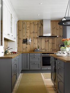 Bilderesultat for sort pepper kjøkken Pine Kitchen Cabinets, Kitchen Pantry, Pantry Ideas, Kitchen Ideas, Laundry Room, Building A House, Home And Garden, Room Decor, Stuffed Peppers