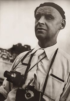 From painting to photography: Aleksandr Rodchenko's revolution in visual art Photoshop For Photographers, Famous Photographers, Photoshop Photography, Photoshop Actions, Alexander Rodchenko, The Dark Side, Russian Avant Garde, Retro Photography, Best Portraits