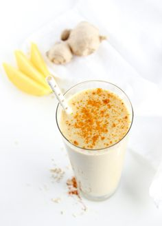 A delicious, nutrient-packed smoothie filled with mango, oats, ginger and turmeric. It makes the perfect quick breakfast! Via livelytable.com