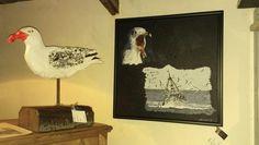 måge på fod, Unik kunst, se mere på https://www.facebook.com/groups/art.visten/?fref=ts#  direkte salg fra eget værksted. hønsehold, høns, hane, kyllinger, brune høns, hvide høns, bur, perlehøns, høne, maleri, rå, rådyr, buk, jagt, hejre, småfugle, måge, storm måge, hætte måge, kunsthåndværk, galleri, kunst, Art Visten, Løkken, Lønstrup, Hirtshals, Tornby, strand, skulptur, hare, kanin, LP, plade, kat, katte, killinger, kattemad,