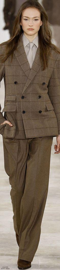 Ralph Lauren Fall 2016 Ready-to-Wear Fashion Show Ralph Lauren Style, Ralph Lauren Collection, Fashion Show, Fashion Outfits, Womens Fashion, Fashion Trends, Fashion 2016, Corsage, Women Wearing Ties