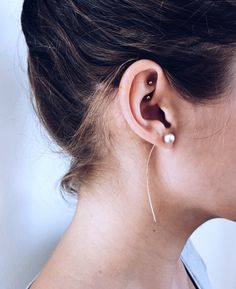 A modern take on the classic pearl stud. Lightly hammered 14k gold fill arcs…