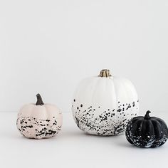 Looking for creative ways to decorate your pumpkin this Halloween or fall season without the use of carving knives? Then, check out these diy no carve pumpkin decorating ideas that are super creative, fun for kids and easy to do! Table Halloween, Casa Halloween, Halloween Projects, Diy Halloween Decorations, Holidays Halloween, Halloween Pumpkins, Halloween 2018, Modern Halloween Decor, Modern Fall Decor