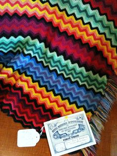 The World's Best Photos of blanket and missoni Crochet Ripple, Crochet Afgans, Manta Crochet, Ripple Afghan, Chevron Crochet, Crochet Crafts, Crochet Yarn, Crochet Stitches, Yarn Projects