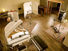 trendy home studio ideas music house Home Studio Musik, Music Studio Room, Studio Setup, Studio Ideas, Studio Studio, Music Recording Studio, Recording Studio Design, Funky House, Home Music Rooms