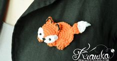 Krawka: Cute orange fox brooch with free pattern. Very fast and easy crochet project with detailed photo tutorial to make it yourself.