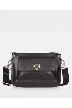586 Alba double bag in black, is an updated exclusive version of our Belt bag. The bag has two big compartments on each side, which close with a zipper. One of the pockets contains a small side pocket, which closes with a zipper. Smooth Leather, Belt, Black, Mom, Belts, Black People, Mothers
