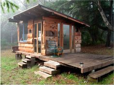 diy house You cant get much simpler than this and still have the comforts of home. What a wonderful little cabin. Id live in a tiny house like that. No question. Off Grid Tiny House, Tiny House Swoon, Tiny House Cabin, Tiny House Living, Tiny House Plans, Tiny House Design, Cabin Homes, Log Homes, Tiny Guest House