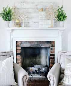18 Spring Mantel Decorating Ideas You'll Want to Copy - A Brick Home by Marly Dice - Modern Design Elegant Mantel Decorating Ideas, Fall Mantel Decorations, Mantel Ideas, Decor Ideas, Fireplace Mantle, Fireplace Design, Fireplace Ideas, Salon Interior Design, Diy Home Decor