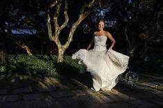 Vestido Martu escolhido por Clarissa. O casamento de Clarissa e Denis foi publicado no Euamocasamento.com.  As fotos são de RVonkrüger Fotografia. #euamocasamento #NoivasRio #Casabemcomvocê