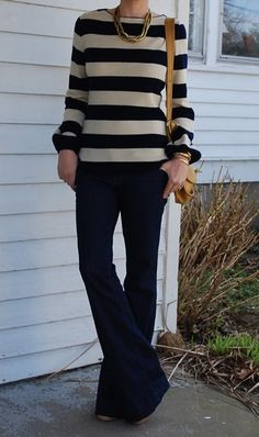 Love this look! Too bad the sweater is practically one of a kind bc the chick found it at a Vintage store at Flea Market:( Oh well- still awesome!