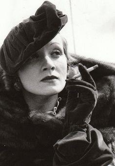 Hitchcock (gatabella:   Marlene Dietrich)