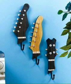 Upcycling Ideen dekoideen deko ideen wohnzimmer ideen DIY ideen kreativ gitarre griff garderobe