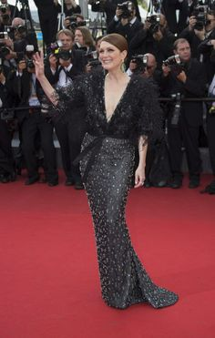 Julianne Moore flawless in Givenchy #Cannes2015