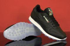 Buty Reebok dla osób ceniących klasykę i oryginalność w sportowym akcencie. Reebok CL LEATHER SF V67859 to buty przeznaczone do codziennego użytku o smukłym kształcie oraz oryginalnej i zawsze modnej kolorystyce.  Skórzana, klasycznie wiązana cholewka charakteryzuje się dobrą odpornością mechaniczną, natomiast podeszwa zapewnia świetną amortyzację dzięki piance odpowiednio tłumiącej wstrząsy.  #butysportowe #butymęskie #butydamskie #butyDoBiegania