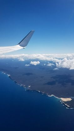 Travelling can be boring. There is so much time waiting around at airports and on planes. Here are 20 ways to keep yourself entertained while travelling. Coastal Wallpaper, Travel Wallpaper, Travel Tips, Travel Destinations, Plane Window, Sky View, Coast Australia, Window View, Airports