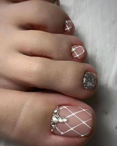Newest Free of Charge Toe Nail Art pedicures Popular Usually if we presume regarding feet, the world thinks they are filthy and definite… in 2020 Simple Toe Nails, Pretty Toe Nails, Cute Toe Nails, Summer Toe Nails, Cute Acrylic Nails, Diy Nails, Bling Nails, Toe Nail Color, Toe Nail Art