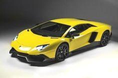 50. yaşını kutlayan Lamborghini, bu yıla özel olarak üretilecek 100 adet Aventador modeli aracı beğeniye sunacak. Bu yıl için özel olarak tasarlanan Lamborghini Aventador'lar markanın en çok sattığı ve simge renk olan sarı rengi ile göz kamaştıracak. Markanın V12 motorlu amiral gemisi Aventador, 50'nci yıla özel olan bu seriyle hem en güçlü seri üretim Lambo unvanını alıyor hem de 100 adetlik üretimle bir koleksiyon parçası değeri kazanıyor.