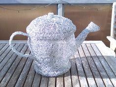 Chicken Wire Sculpture, Wire Flowers, Flower Designs, Fashion Backpack, Tea Pots, Pattern, Bags, Handbags, Yarn Flowers
