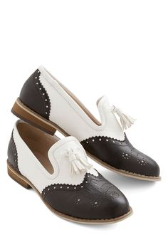 Joy, Oh Boy! Flat. You couldnt be happier dancing your way to class in these two-toned Oxford loafers! #multi #modcloth