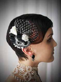Black and white flapper-style hair fascinator clip with rhinestone and white cage veil. Alternative wedding. Gatsby-Inspired. Art Deco