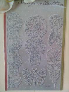 planche de 5 Stickers dentelles adhésives blanc cassé motif plumes , papillons ,capteur de rêves