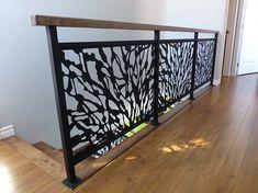 Rampes d'escalier artistique intérieur en acier et bois coupé au laser. Laser Cut.