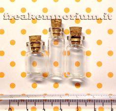 Set di bottigliette in vetro varie misure per creazioni di bigiotteria fai da te.