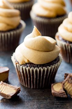 Peanut Butter Frosting Peanut Butter Frosting: Thick peanut butter frosting perfect for topping chocolate cupcakes! The ultimate in luxurious smooth creamy thick frosting. Frosting Recipes, Cupcake Recipes, Baking Recipes, Cupcake Cakes, Kitchen Recipes, Soup Recipes, Dessert Recipes, Peanut Butter Frosting Easy, Peanut Butter Recipes